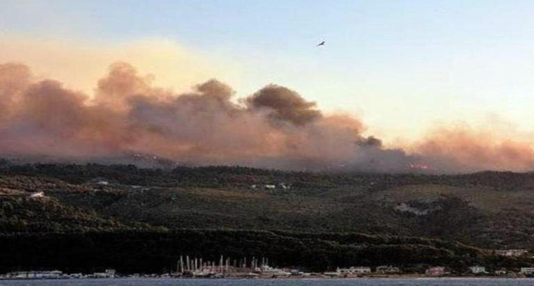 ΒΙΝΤΕΟ – Φωτιά στη Σάμο : Ανεξέλεγκτο το μέτωπο στο Μεσόκαμπο – Εκκενώθηκαν πέντε ξενοδοχεία