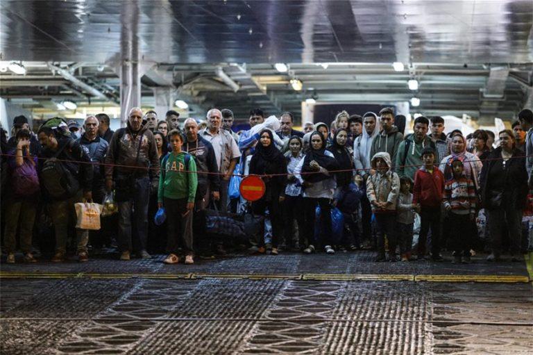 Επιχείρηση αποσυμφόρησης: 466 στον Πειραιά – 13 από Χίο