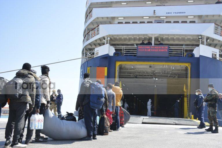 Τέλος στις μαζικές μεταφορές μεταναστών από τα νησιά στην ενδοχώρα