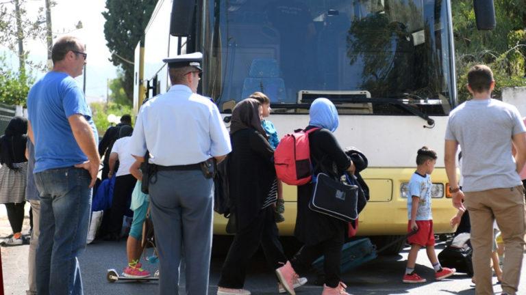 Μεταφορά 2.000 προσφύγων στην ενδοχώρα εντός του μήνα