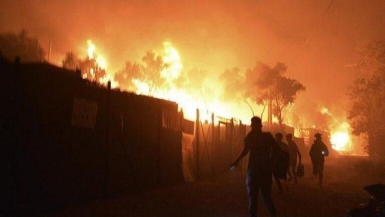 Κόλαση φωτιάς στην Μόρια: Καταστράφηκε η δομή, στο δρόμο 12.000 πρόσφυγες και μετανάστες (vids)