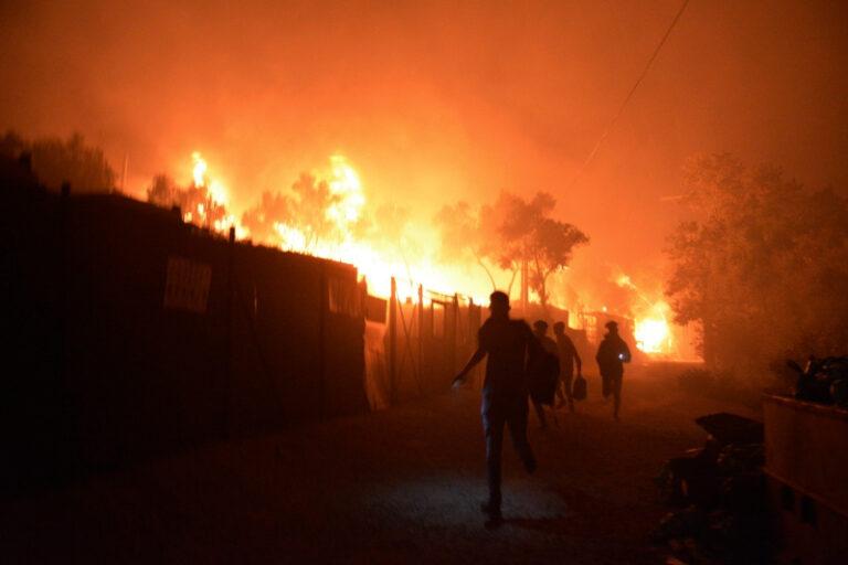 Πέντε συλλήψεις αλλοδαπών για τη φωτιά στη Μόρια
