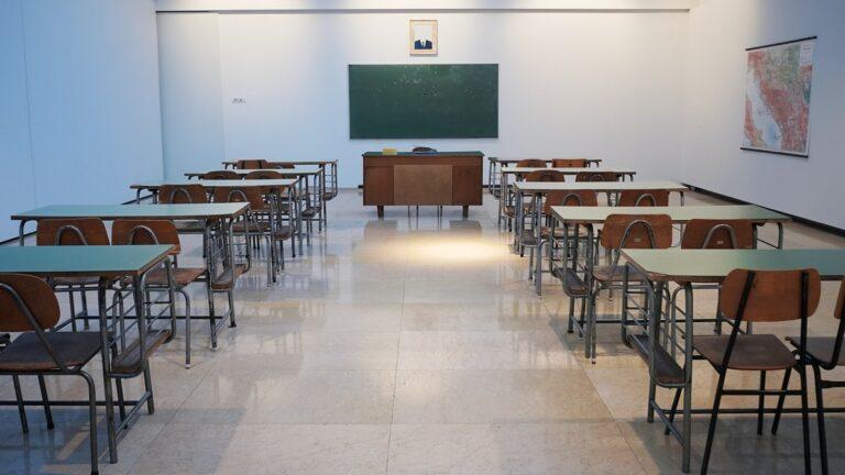 «Καθυστερημένες αποφάσεις και άστοχοι χειρισμοί στη διαχείριση κρουσμάτων στα σχολεία»