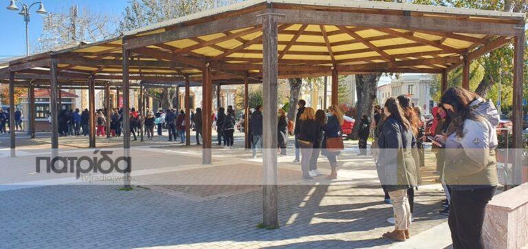 Με μεγάλη συμμετοχή από σχολεία τα rapid test στην πλατεία